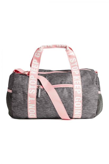 Motivacijo si lahko dvigneš tudi z lepo športno opremo in torbo, ki kriči 'ne odnehaj'. Športna torba, H&M (14,99 €)