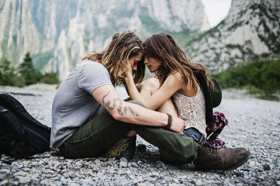 """""""Po koliko zmenkih je primerno, da fantu povem, da se dobivam tudi z drugimi?"""" (foto: Profimedia)"""