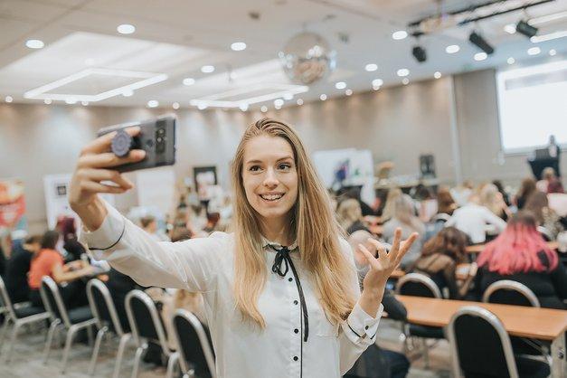 VIDEO: Slovenka Tjaša Deu je punca, ki snema video vsebine o tehniki (foto: Marko Ocepek)