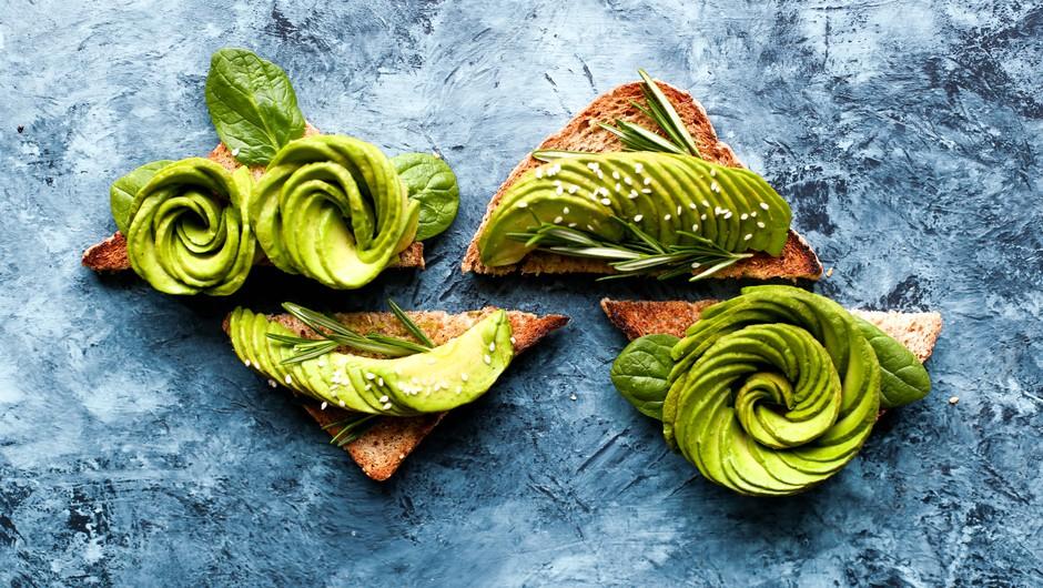 Preverjeno: Avokado ti lahko pomaga pri iskanju ljubezni na spletu (foto: Unsplash / Brenda Godinez)