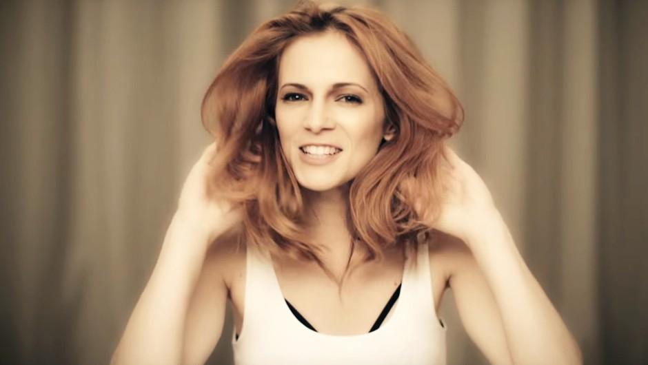Nina Pušlar predstavlja novo pesem (in spot!) Lepa si – posveča jo vsem damam! (foto: YouTube)