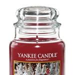 Christmas Magic Prefinjena različica klasičnega božičnega vonja balzamovca in bora, ki ju doplnjujeta breza in evkaliptus. (foto: Yankee Candle)
