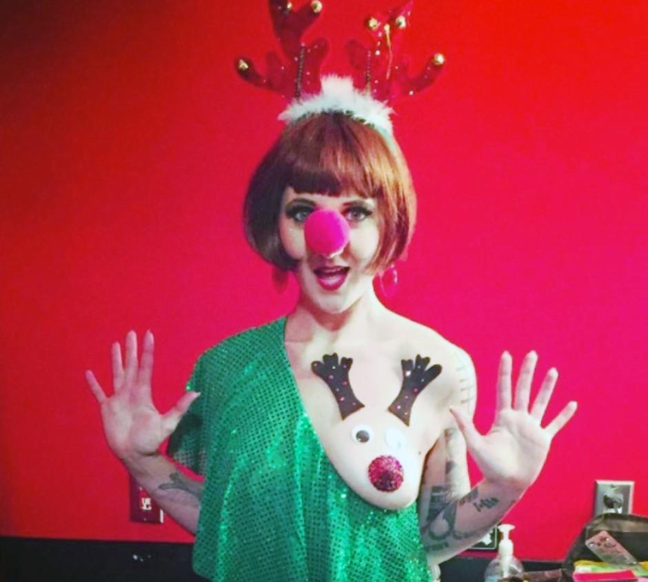 Pozabi 'grde božične puloverje', zdaj so tu božične bradavičke! (foto: PrtSc Instagram.com/@w0lfman)