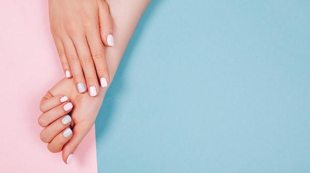 Sijajen trik, ki v 1 min zmehča in nahrani kožo na rokah (foto: Profimedia)