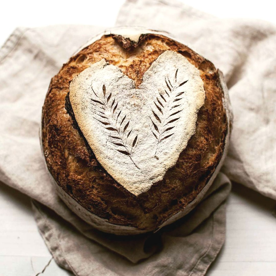 Slastno in preprosto: Poglej, kako se speče 'oblečen kruh' (moraš poskusiti!) (foto: Instagram.com/@mydailysourdoughbread)