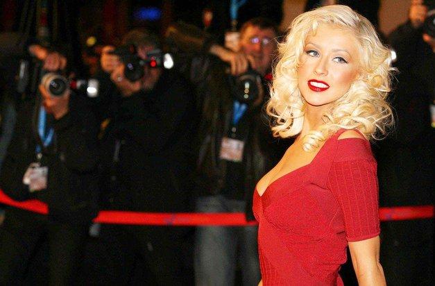 Christina Aguilera vzbuja pozornost kjerkoli se pojavi, in to je razlog ZAKAJ! (OMG!) (foto: Profimedia)