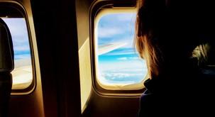 TO je razlog, da okna na letalu niso poravnana s sedeži!