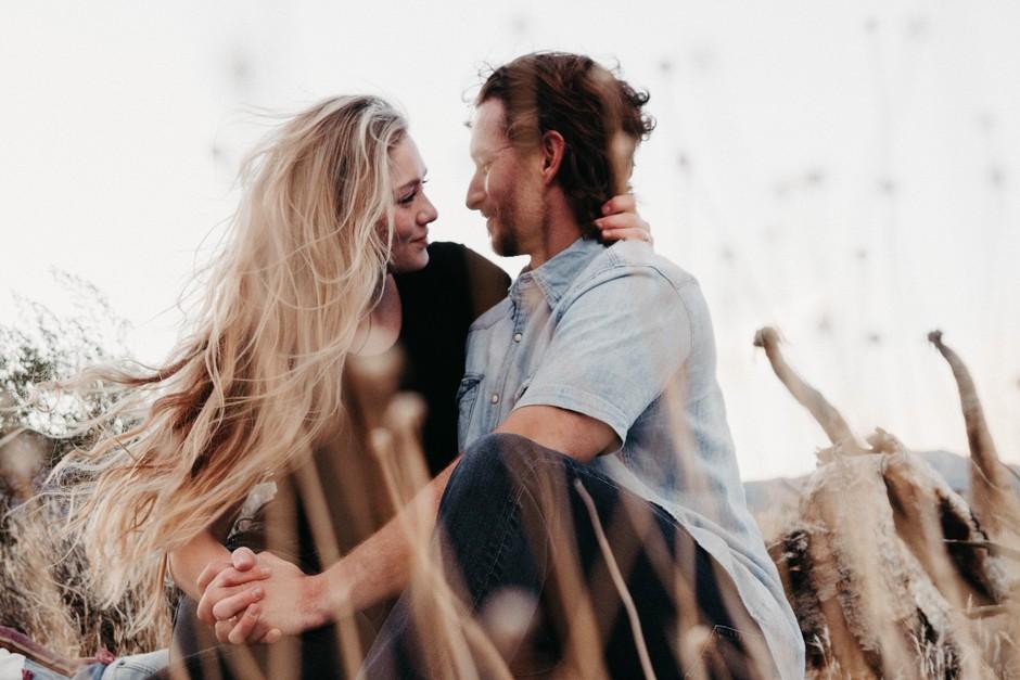 Kaj točno moraš vedeti o njem, preden mu rečeš, da ga ljubiš? (foto: Unsplash/John Schnobrich)