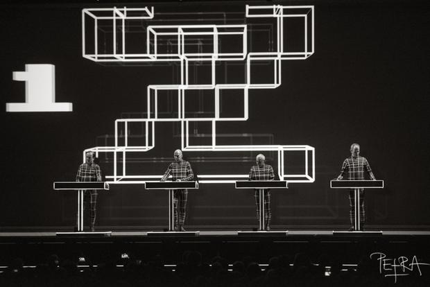 Kraftwerk: Osupljivo 3-D koncertno izkušnjo smo doživeli v živo (FOTO)