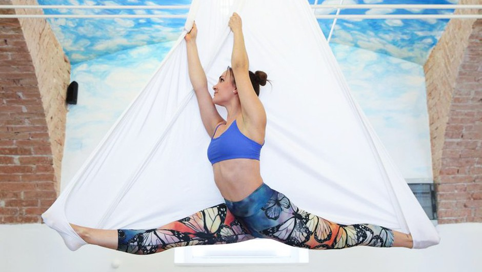"""Cosmo novinarka: """"Preizkusila sem aerial pilates in ugotovila TOLE!"""" (foto: Helena Kermelj)"""