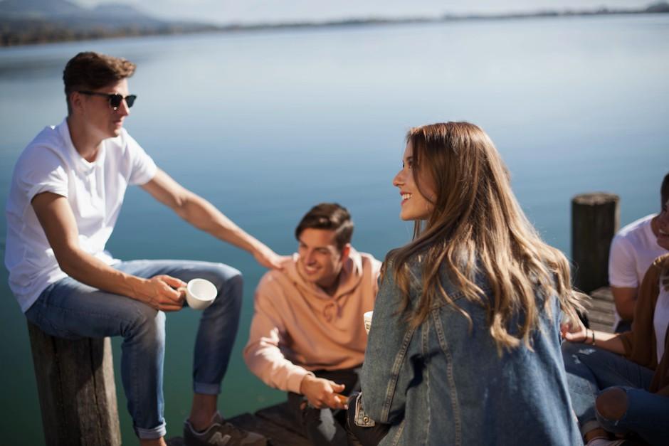 Je tvoj fant obkrožen z ženskimi prijateljicami? TO moraš vedeti! (foto: Photo by Yanapi Senaud on Unsplash)