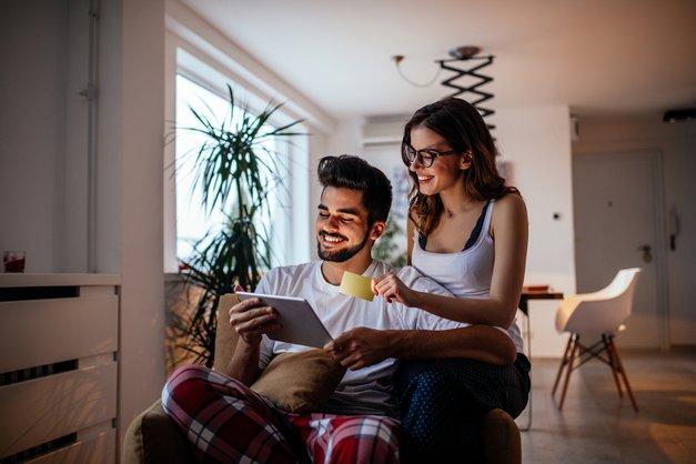 Kako do odličnega zmenka pred televizorjem (foto: Shutterstock)