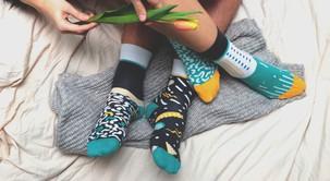 Če vedno obuješ dve različni nogavici, MORAŠ prebrati tole!