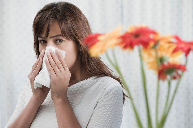 Prihaja sezona alergij in TOLE so nepričakovani vzroki za tvoje neprestano kihanje (+ kako jih preprečiš) (foto: Profimedia)