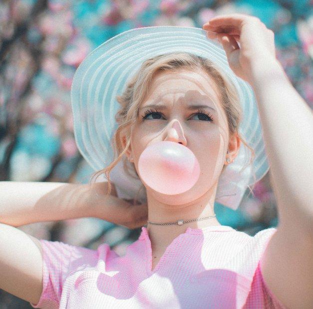 Koliko energije porabiš z žvečenjem žvečilnega gumija? (foto: Unsplash/Nik Macmillan)