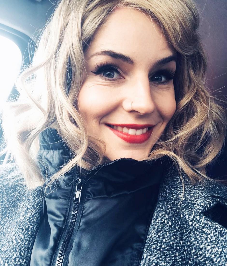 Eurovizija 2018: Zakaj bo Lea Sirk pela v Slovenščini in ne v Angleščini? (foto: Instagram.com / @Leasirk)