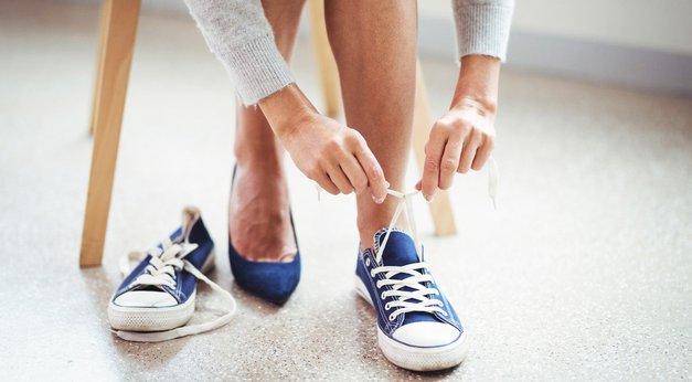 TA trik razkriva, kako premajhne čevlje narediš udobne! (foto: Profimedia)