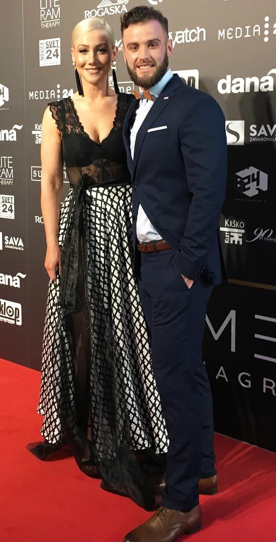 Čudovito večerno obleko, ki jo je nosila Indira Ekić, si lahko narediš za manj kot 20€! (foto: Instagram.com/@matickolenc_reset)