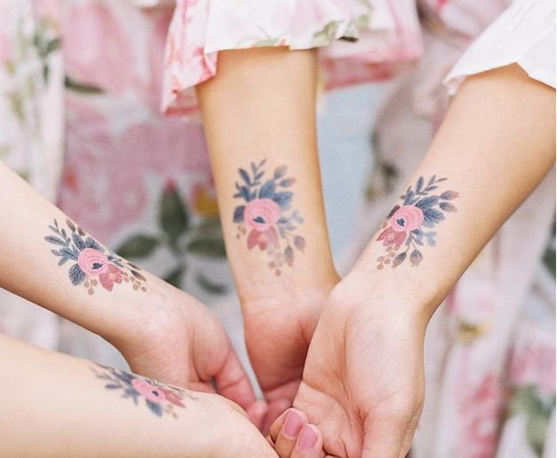 Ti začasni tatuji skrivajo nepričakovani dodatek, ki ga boš vzljubila v trenutku! (foto: Instagram.com/@Tattly)