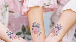 Ti začasni tatuji skrivajo nepričakovani dodatek, ki ga boš vzljubila v trenutku!