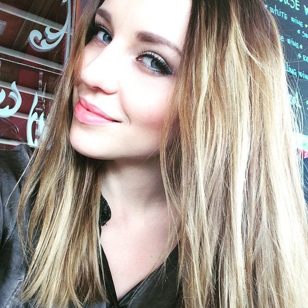 Maja Keuc se je poslovila od svojih dolgih las! Ti je všeč njena nova frizura? (foto: Instagram.com/@amayamusicofficial)