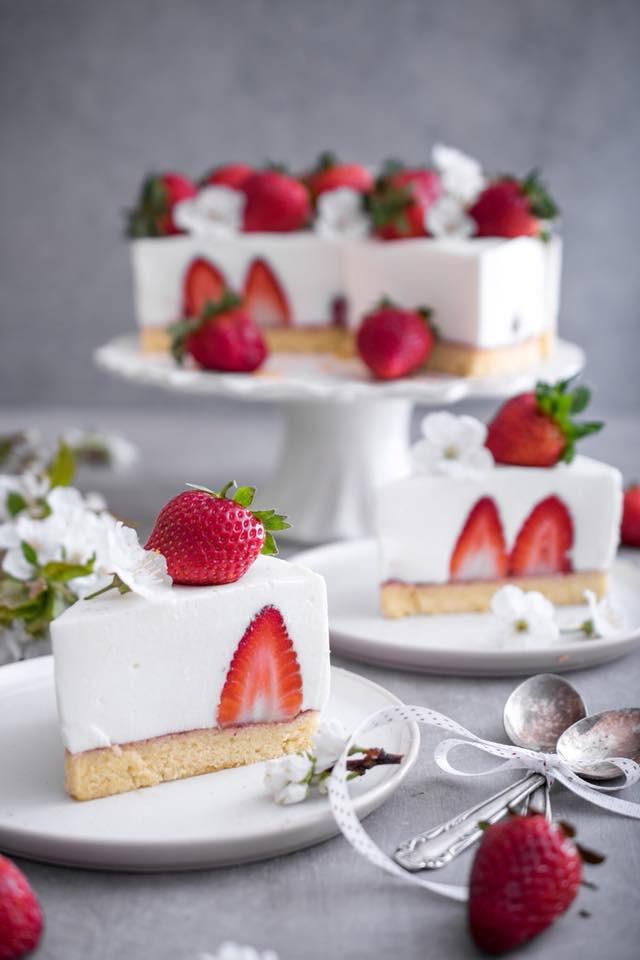RECEPT: Osvežilna tortica, ki jo lahko poješ brez slabe vesti? (P.S. Božanska je, preverjeno!) (foto: Facebook/Midva kuhava)