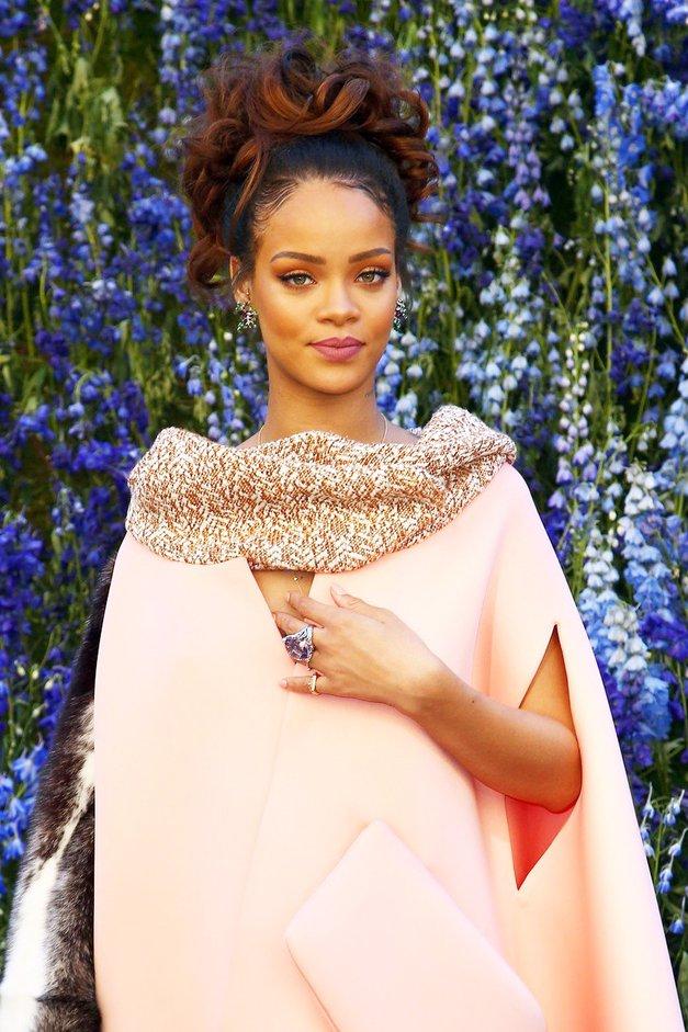 Rihanna se je zaradi kočljive zadeve znašla pred sodiščem! (foto: Profimedia)