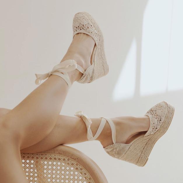 7 idej, kako (pravilno) nositi sandale s trakovi! (foto: Instagram.com/castanerofficial Follow)
