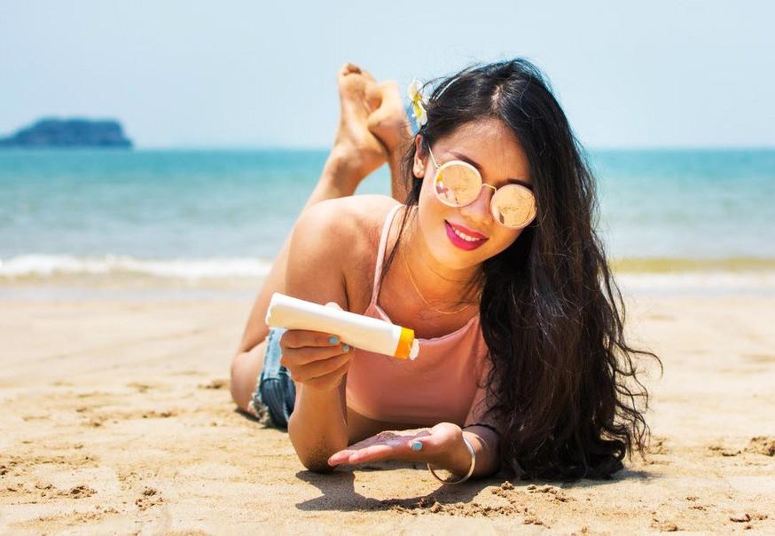 Uporabljaš sončno kremo, ki si jo kupila že lani? Vedeti moraš 1 stvar (foto: Profimedia)