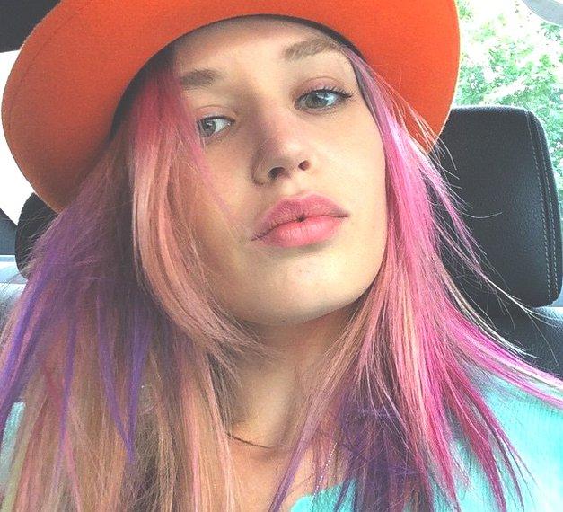 Najbolj trendi barva las ta hip je razdelila lepotno javnost! (foto: Profimedia)