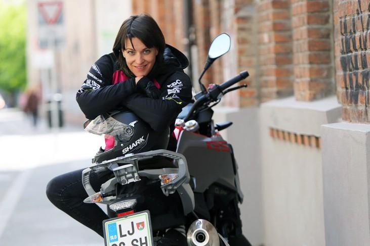 """""""Enovajni motocikel s 310-kubičnim agregatom ni bav bav"""" (#motoristkindnevnik št. 2) (foto: Helena Kermelj)"""