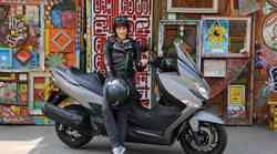 """""""Verjetno si vaščani zdaj predstavljajo, da je moj novi šocl moto diler"""" (#motoristkindnevnik št. 8)"""