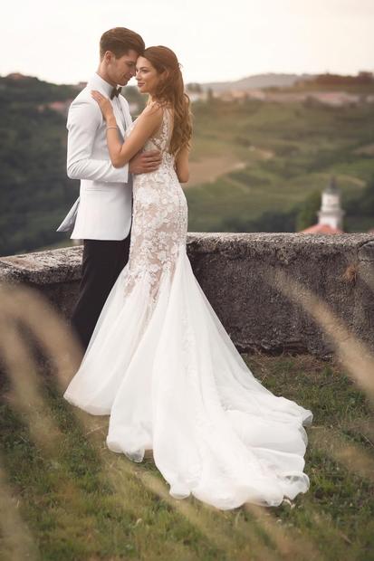 Eden najboljših slovenskih plesalcev Miha Vodičar in njegova Kristina sta si pred dnevi v osrčju Goriških brd na Briški poroki …