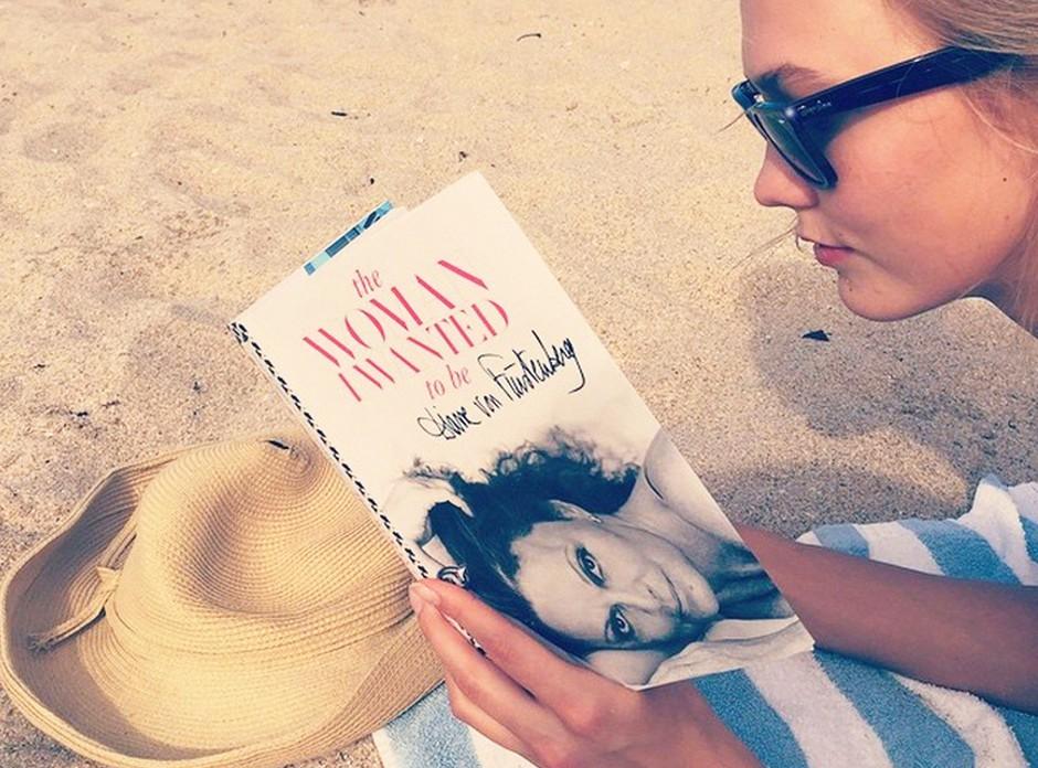 Sofia je ta mesec zavzela naslovnico, Nicole pa knjižne police. Si predstavljaš, kako zabaven bi bil šele literarni večer s celotno družina Richie? (foto: Profimedia)