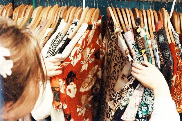 """Naša novinarka: """"6 mesecev nisem kupovala oblačil in obutve! Nujno poglej, kaj sem ob tem spoznala!"""" (foto: Unsplash.com/Becca Mchaffie)"""