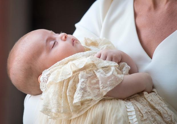 Princ Louis je cel dogodek mirno prespal. Kate je povedala, da je bil med obredom izredno priden in upa, da …