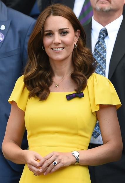Čeprav je Kate večino časa oblečena zelo elegantno, zna zelo dobro kombinirati tudi svoje najljubše superge ...