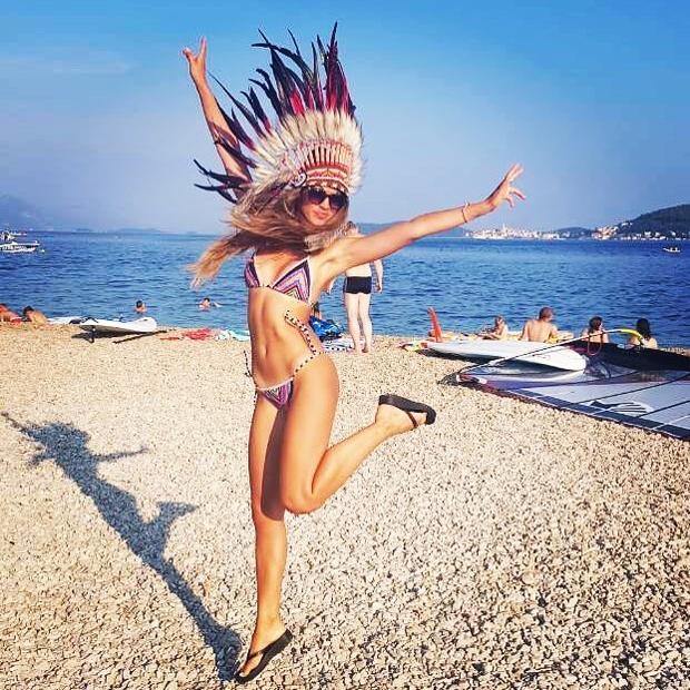Slovenka, ki več kot očitno zelo uživa v poletju, je minuli teden dopolnila 30. let. ''Naj bo skoz poletje. Indijansko …