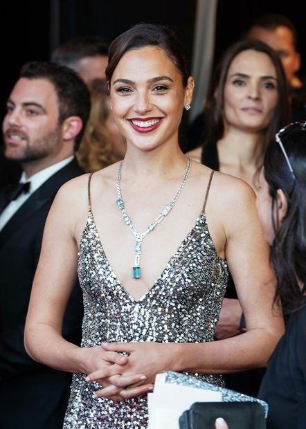 Gal Gadot Prekrasna Izraelka Gal Gadot (33) je zaigrala v uspešnem filmu Čudežna ženska. Prav ta vloga in nekaj sponzorskih …