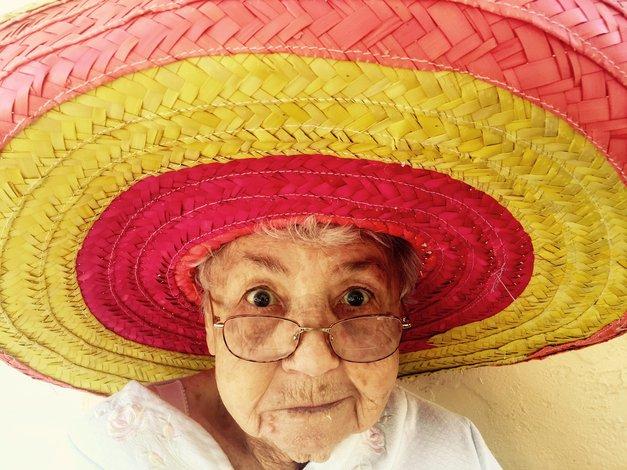 """""""Pogumno prosi za stvari, ki si jih želiš"""" (VELIKE življenjske lekcije starih staršev) (foto: Unsplash.com/Alex Harvey 🤙🏻)"""