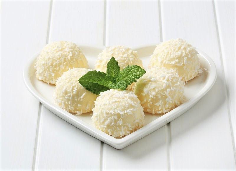 Recept: Raffaello kroglice (BREZ moke, sladkorja in PEKE!) (foto: Profimedia)