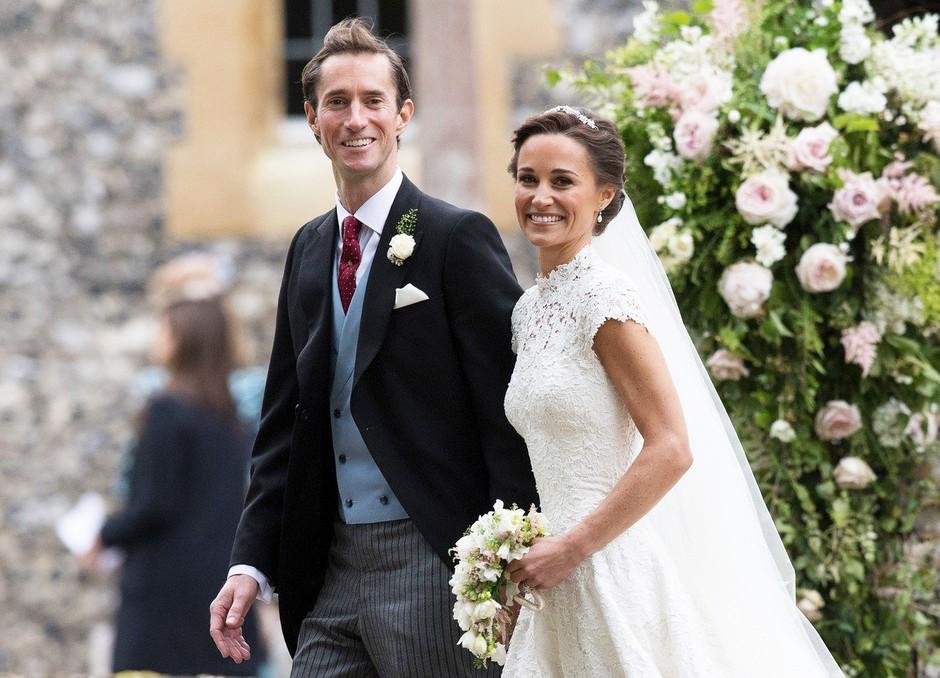 Uau! Poglej, v kako KRASNI obleki je Pippa Middleton svetu predstavila prvorojenca (foto: Profimedia)