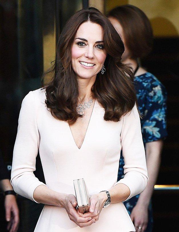 Modni kos, ki ga je pred kratkim nosila Kate Middleton, je TOP izbira letošnje jeseni (+kje se ga kupi) (foto: Profimedia)