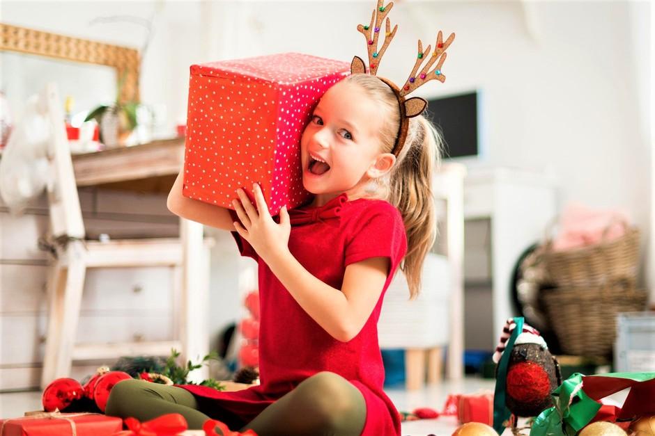 Osreči otroka iz socialno šibke družine! Postani Božiček za en dan (foto: Profimedia)