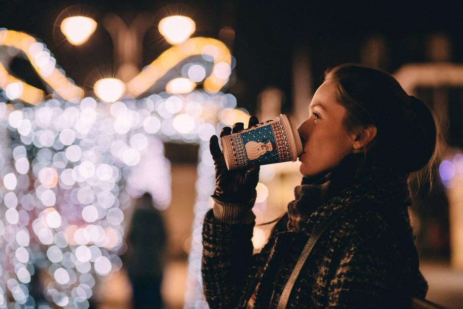 Si samska? Imamo 6 idej, kako si lahko ustvariš najlepši božič do sedaj! (foto: Unsplash/Freestocks.org)