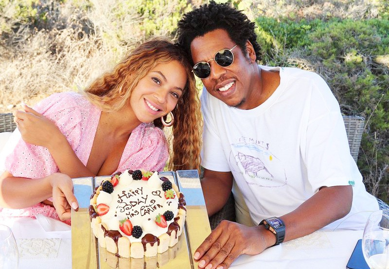 Uou! Beyonce in Jay-Z sta se znova poročila, njena poročna obleka pa je BOŽANSKA (foto: Profimedia)
