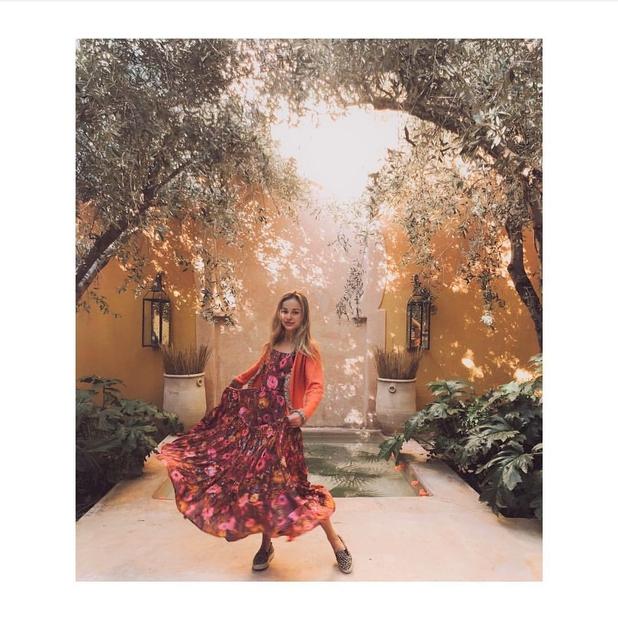 Amelia, ki se te dni potepa po Maroku in na Instagramu s svojimi 76,2 tisoč sledilci deli čudovite utrinke ...