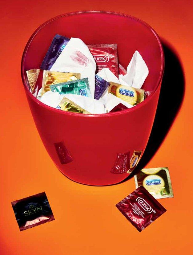 Zakaj nihče več ne uporablja kondomov? (foto: ALLIE HOLLOWAY (Cosmopolitan US))