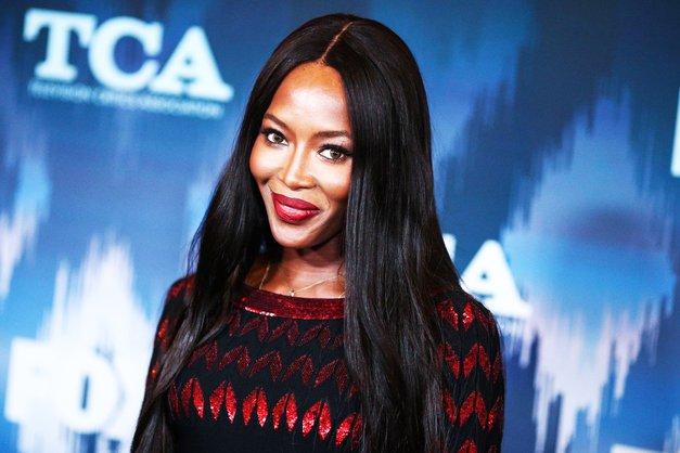 NaomiCampbell že leta nosi lasuljo, zdaj pa je KONČNO pokazala, kako izgleda brez nje (foto: Profimedia)