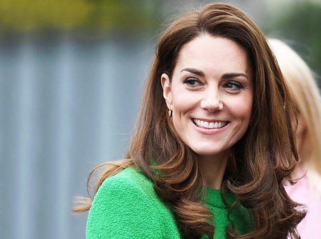 Kate Middleton je nazaj v javnosti, in to s čisto HUDIM džinsom (ki ga zagotovo še nimaš!) (foto: Profimedia)